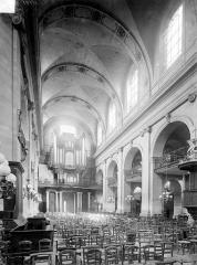 Eglise Notre-Dame ou de la Gloriette - Vue intérieure de la nef, vers l'entrée