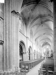 Ancienne église Saint-Gerbold - Vue intérieure de la nef, vers le nord-est