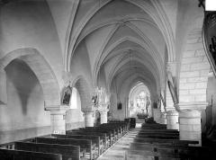 Eglise de Bons - Vue intérieure de la nef, vers le nord-est