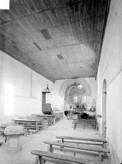 Eglise Saint-Pierre - Vue intérieure de la nef, vers le nord-est