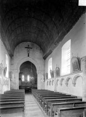 Eglise Saint-Pierre et Saint-Martin - Vue intérieure de la nef, vers le chœur