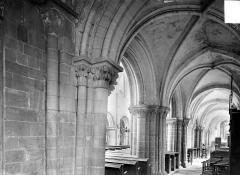 Ancienne église Saint-Gerbold - Vue intérieure du bas-côté sud, vers l'est