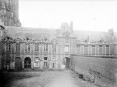 Ancien palais épiscopal, actuellement palais de justice - Façade nord
