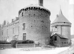 Château - Tour d'angle et donjon
