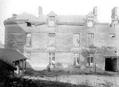 Château - Cour intérieure : Aile gauche