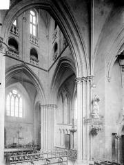 Eglise - Vue intérieure du transept