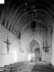 Eglise du Breuil - Vue intérieure de la nef, vers le choeur