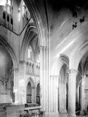 Eglise de Norrey-en-Bessin - Vue intérieure de la croisée du transept
