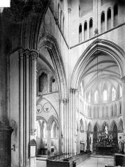 Eglise de Norrey-en-Bessin - Vue intérieure du choeur