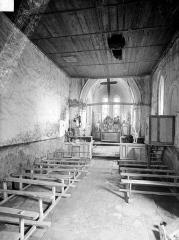 Eglise d'Aizy - Vue intérieure de la nef, vers le choeur