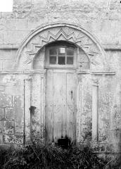 Eglise d'Aizy - Portail de la façade sud, côté chœur