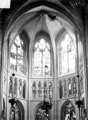 Eglise Saint-Jacques - Vue intérieure du chœur après le bombardement de 1915 : voûte effonfrée