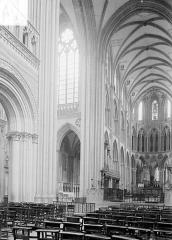 Cathédrale Notre-Dame - Vue intérieure de la croisée et du chœur, vers le nord-est