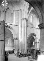 Ancienne église Saint-Gerbold - Vue intérieure de la nef, vers le nord : 1ère travée ouest