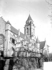 Ancienne église de Saint-Etienne-le-Vieux, actuellement magasin communal - Façade sud en perspective