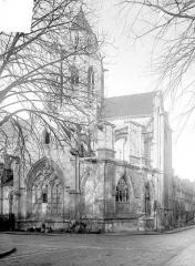 Ancienne église de Saint-Etienne-le-Vieux, actuellement magasin communal - Façade sud : partie est