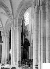 Eglise Saint-Gervais-Saint-Protais - Vue intérieure du bas-côté sud