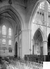 Eglise de la Trinité - Vue intérieure du transept nord et du choeur