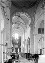 Eglise Notre-Dame de Guibray - Vue intérieure de la nef, vers l'entrée