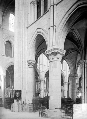 Eglise Saint-Pierre, ancienne cathédrale - Vue intérieure du transept et du chœur