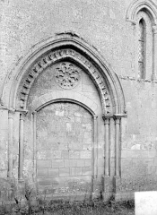 Eglise de Norrey-en-Bessin - Petit portail de la façade nord
