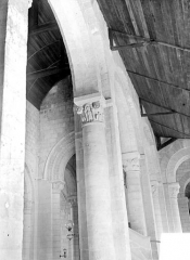 Eglise - Vue intérieure de la nef : grandes arcades