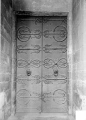 Eglise Saint-Léger - Porte avec pentures