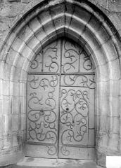 Eglise Saint-Jacques-le-Majeur - Porte avec pentures