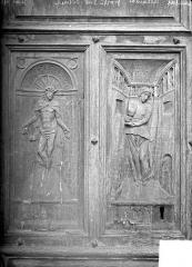 Eglise Saint-Jean-Baptiste - Panneaux sculptés du portail : la Justice et la Foi