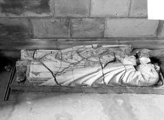 Eglise Saint-Pierre, ancienne cathédrale - Stèle funéraire de l'évêque Cauchon