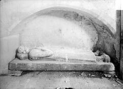 Ancienne église de Sainte-Marie-aux-Anglais - Statue funéraire sous enfeu
