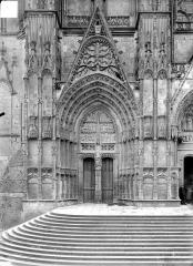 Cathédrale Saint-Etienne - Premier portail de la façade ouest : porte saint Guillaume