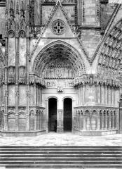 Cathédrale Saint-Etienne - Deuxième portail de la façade ouest : porte de la Vierge