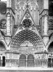 Cathédrale Saint-Etienne - Façade ouest, troisième portail, central, porte du Jugement dernier