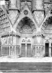 Cathédrale Saint-Etienne - Quatrième portail de la façade ouest : porte saint Etienne