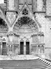 Cathédrale Saint-Etienne - Cinquième portail de la façade ouest : porte saint Ursin