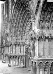 Cathédrale Saint-Etienne - Portail central de la façade ouest : piédroit et voussure de gauche