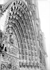 Cathédrale Saint-Etienne - Portail central de la façade ouest : voussure de droite