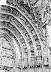 Cathédrale Saint-Etienne - Premier portail de la façade ouest : voussure de droite
