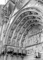 Cathédrale Saint-Etienne - Deuxième portail de la façade ouest : voussure de gauche