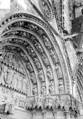 Cathédrale Saint-Etienne - Deuxième portail de la façade ouest : voussure de droite