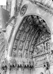 Cathédrale Saint-Etienne - Quatrième portail de la façade ouest : voussure de gauche