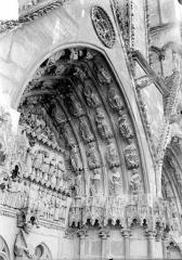 Cathédrale Saint-Etienne - Quatrième portail de la façade ouest : voussure de droite