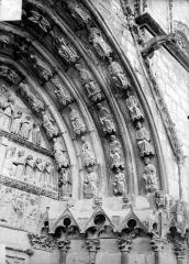 Cathédrale Saint-Etienne - Cinquième portail de la façade ouest : voussure de droite