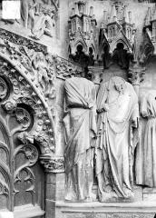 Cathédrale Saint-Etienne - Portail central de la façade ouest : statues de l'ébrasement
