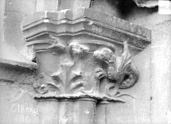 Cathédrale Saint-Etienne - Portail central de la façade ouest : chapiteau