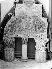 Ancien évêché - Chapiteaux, tympan