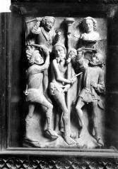 Eglise Notre-Dame de Croaz-Batz et enclos - Bas-relief, La Flagellation, albâtre