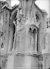 Cathédrale Notre-Dame - Façade sud, à l'angle sud-est de la tour est : pinacles et statues de rois