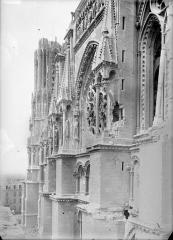 Cathédrale Notre-Dame - Façade sud : partie supérieure du transept vue vers l'ouest